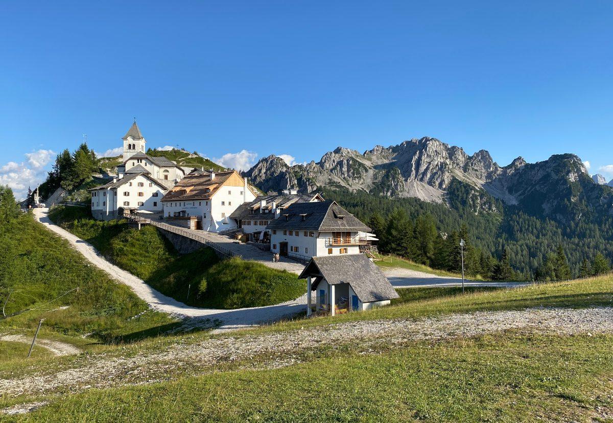 Monte Lussari sentiero del pellegrino percorso e mappa escursioni friuli