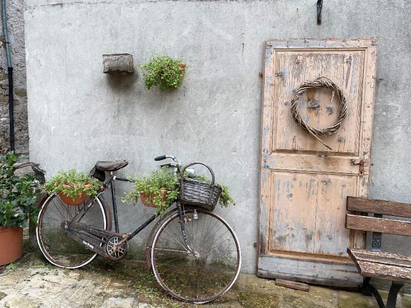 Una vecchia bicicletta abbandonata a Poffabro