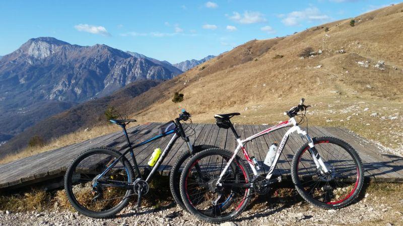 Le biciclette in vetta a Valinis