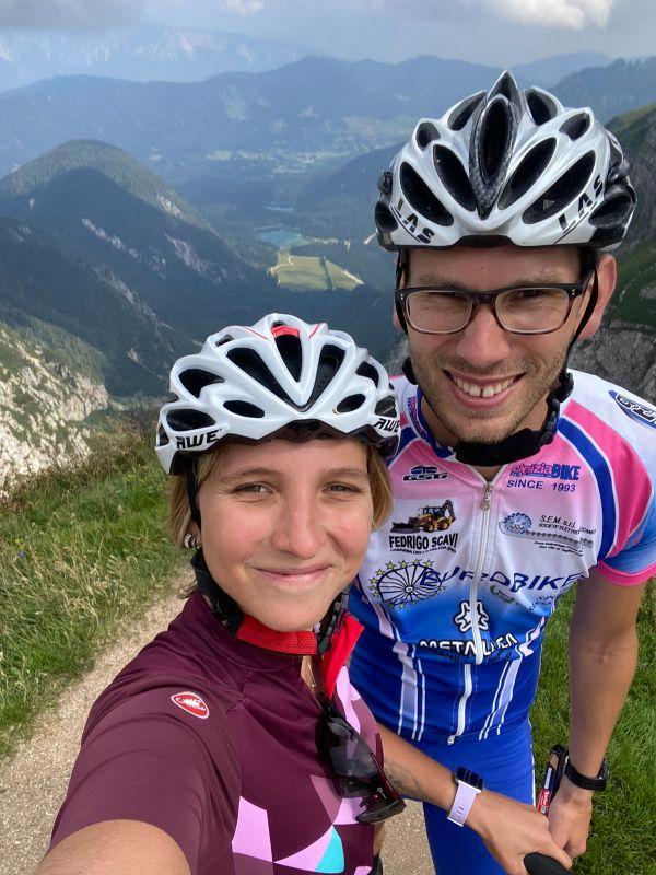 Ciclisti in cima al Mangart