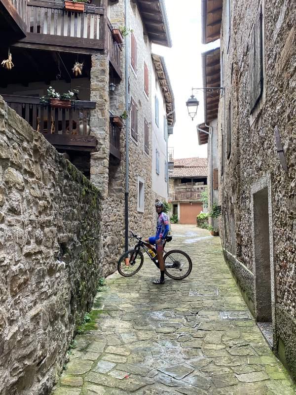 In bicicletta tra le vie di Poffabro