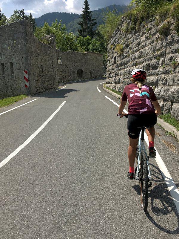 Pedalando verso il Mangart in bicicletta