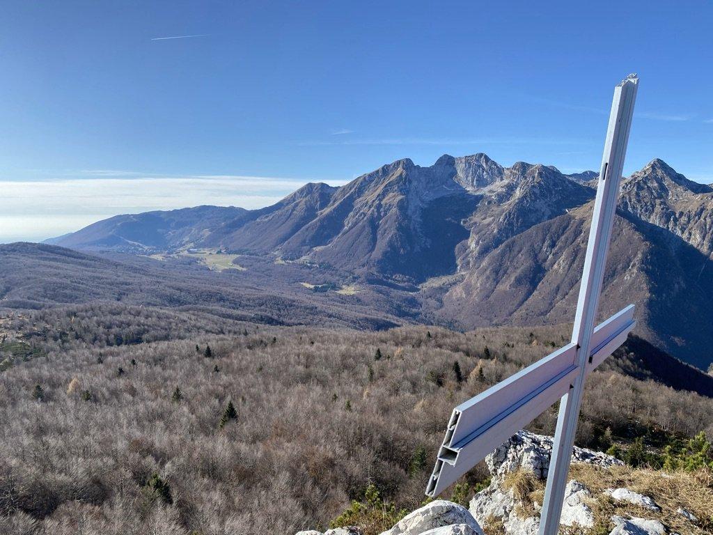 La vetta del Monte Cjastelat