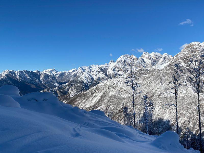 Panorama salendo verso il rifugio Pradut