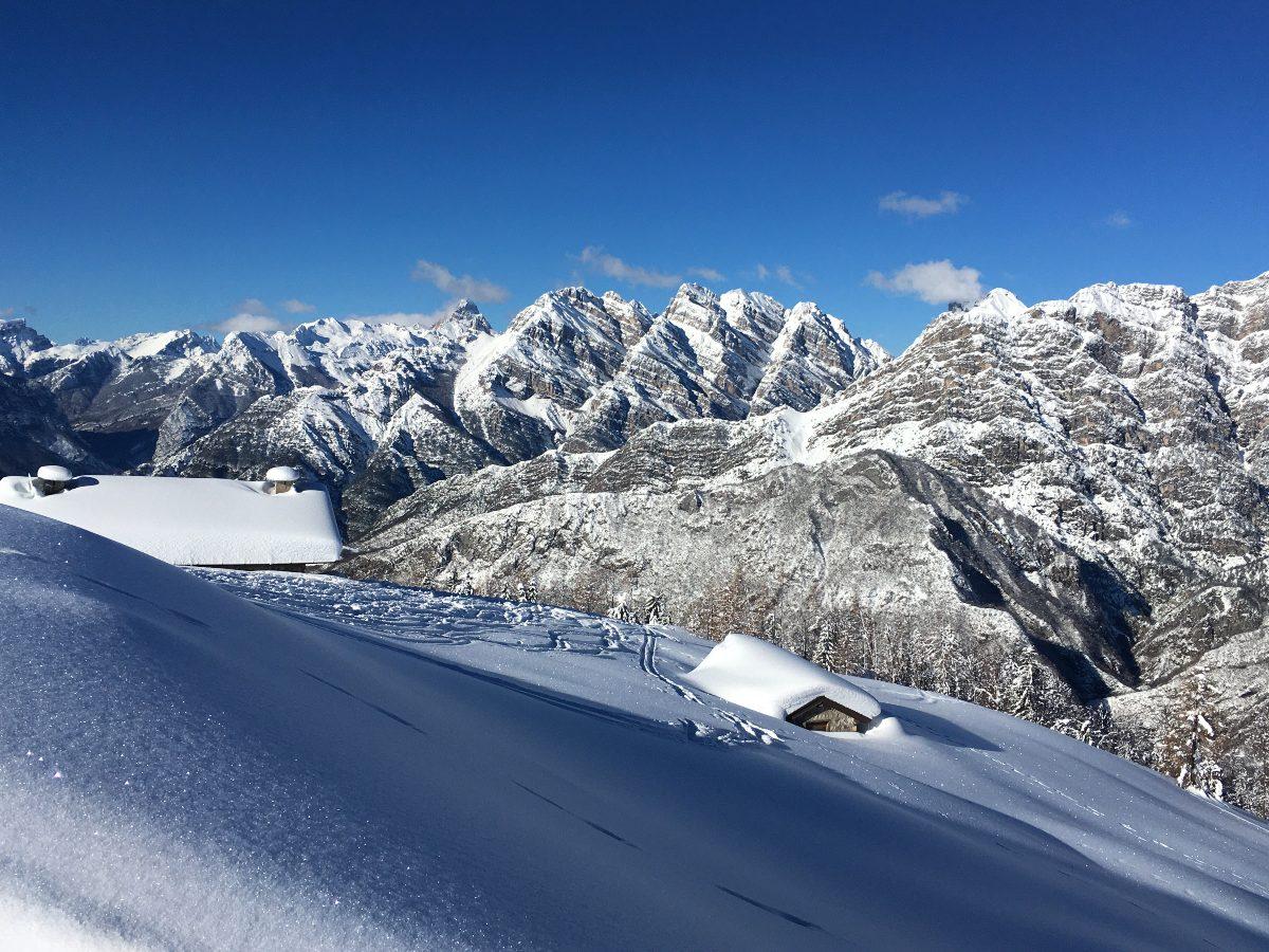 Rifugio Pradut sommerso dalla neve